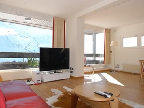 Slide1 - Apartment 1086
