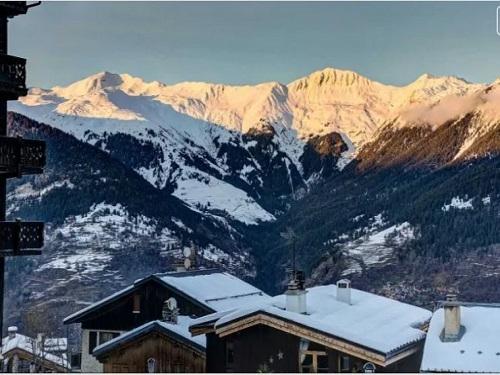 Ski to the door chalets 861 - Slide 3